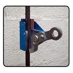 Point d'ancrage câble ascensoriste